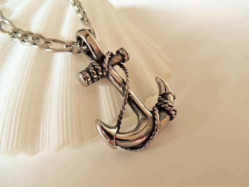 Anchor necklace for adventure
