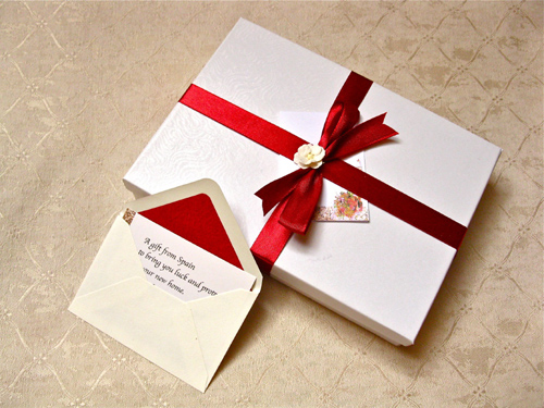 Gift wrapping and message