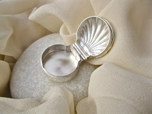 Keepsake box scallop shell