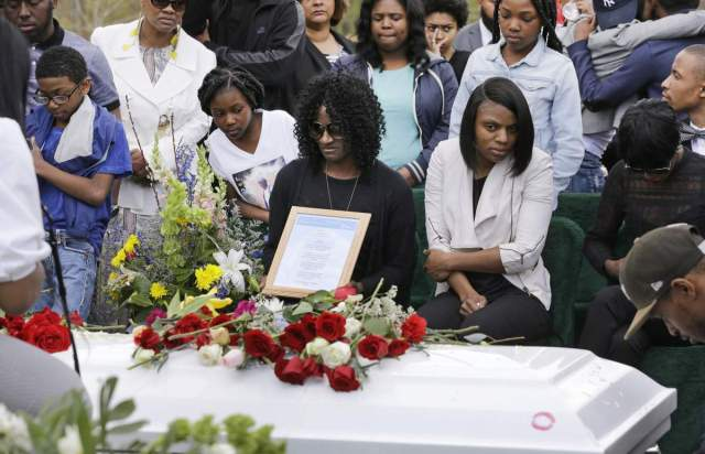 Gloria Darden, mother of Freddie Gray, center, sits in front of Gray's casket at his burial, Monday, April 27, 2015, at Woodlawn Cemetery in Baltimore. (AP Photo/Patrick Semansky)