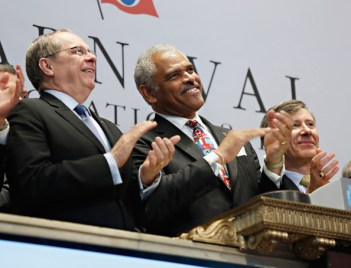 Carnival CEO Arnold W. Donald (center) rings New York Stock Exchange Bell (photo via zimbio.com)