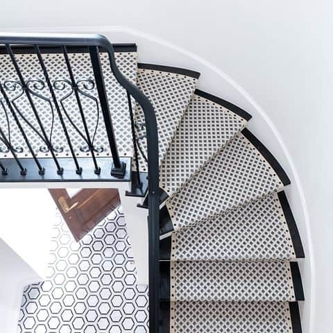 Add Different And Elegant Touch To Your House A Carpet Stair | Best Patterned Carpet For Stairs | Modern | Foyer | Vintage | Stair Triangular Landing | Well Fitted