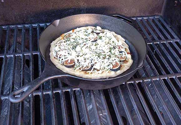 Make pizza on a cast iron pan