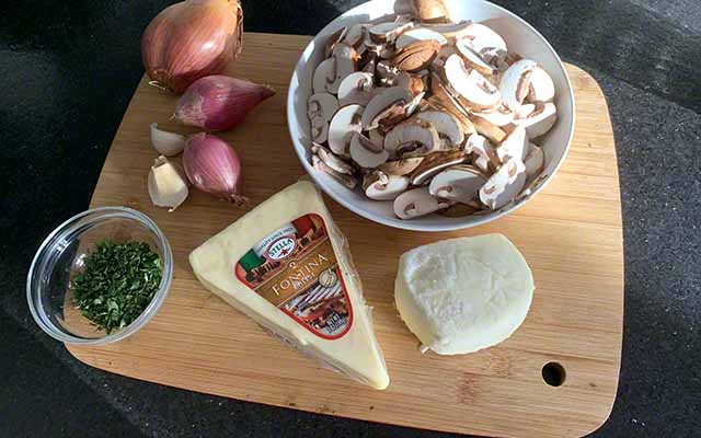 delicious mushroom pizza