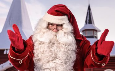 Santa-outside-christmas-house2-e1541130789688