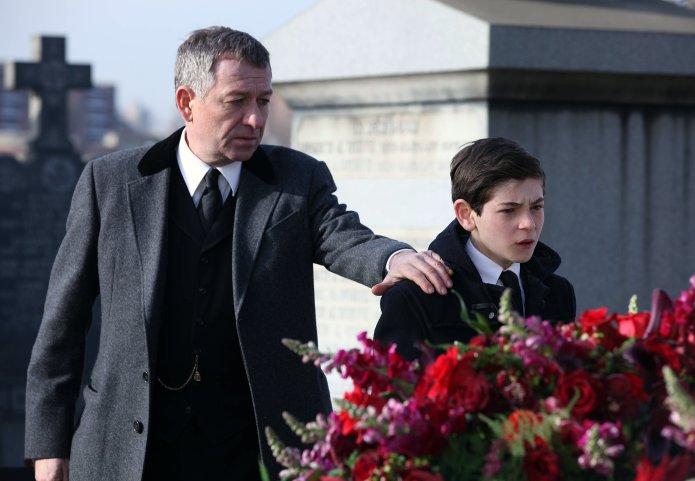 Gotham_pilot_Gotham_Cemetery_0717r_9399f464