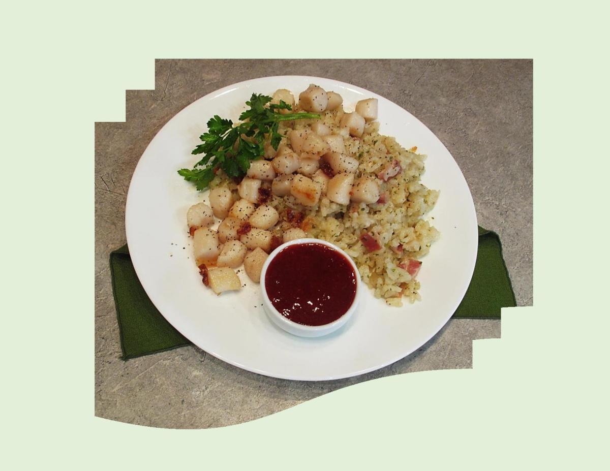Pan-Seared Scallops w/ Spicy Raspberry Sauce