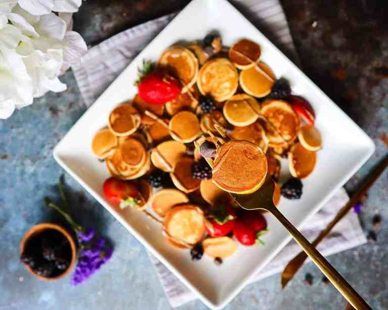 mini pancakes with toppings