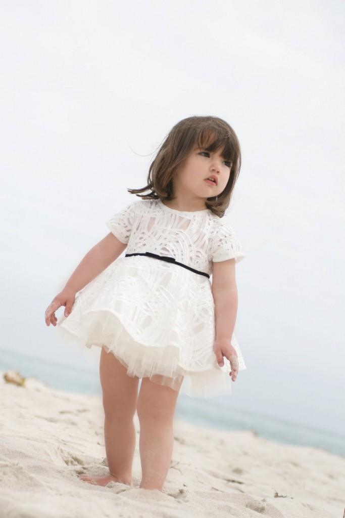 Debuutcollectie Mischka Aoki_luxury brand for children_couture voor kinderen_white dress