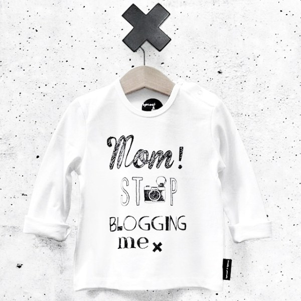 En las nubes- Sproet & Sprout-Mom stop blogging me T-shirt-GoodGirlsCompany