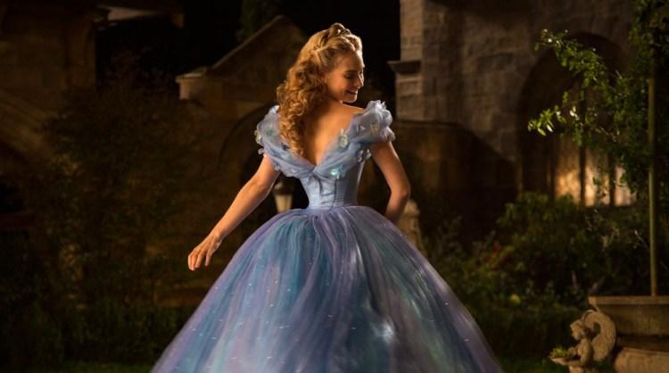 Review Cinderella 2015-Review-Frozen-Cinderella in blauwe jurk-Lilly James