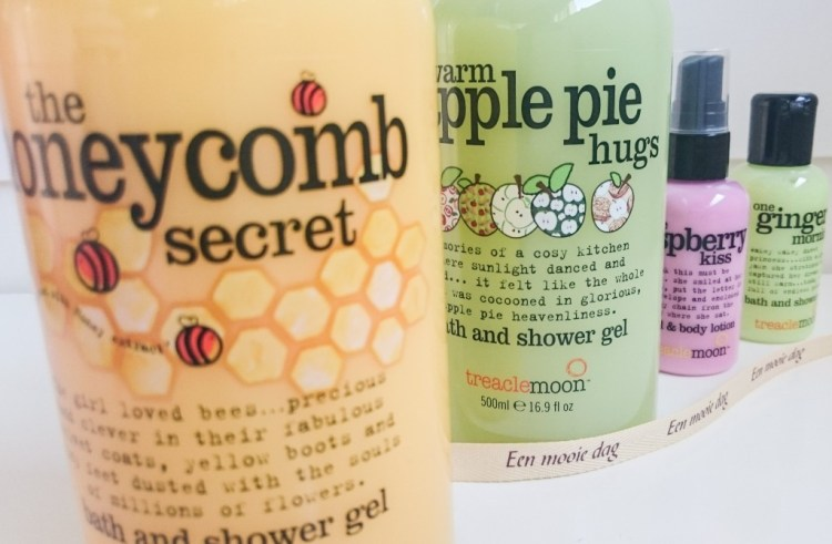 Review Treacle Moon Warm Apple Pie Hugs en Honeycomb Secrets