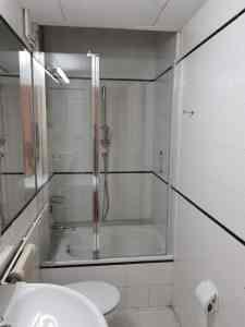 Instalación de mampara de bañera en piso de Tarragona