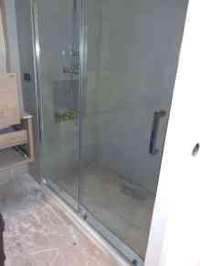 Instalación de mampara de ducha en piso de Tarragona