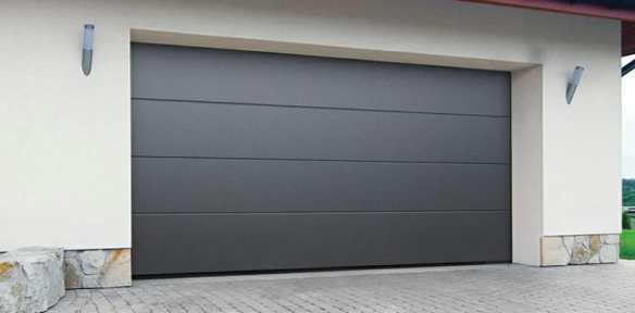 Instalación de puerta seccional en puerta de garaje en Valls