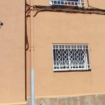 Instalación 3 rejas fijas + 1 ballesta en piso de Igualada