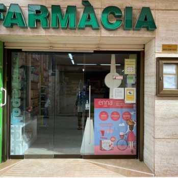 Instalación de Escaparate en Farmacia de Roda de Bará
