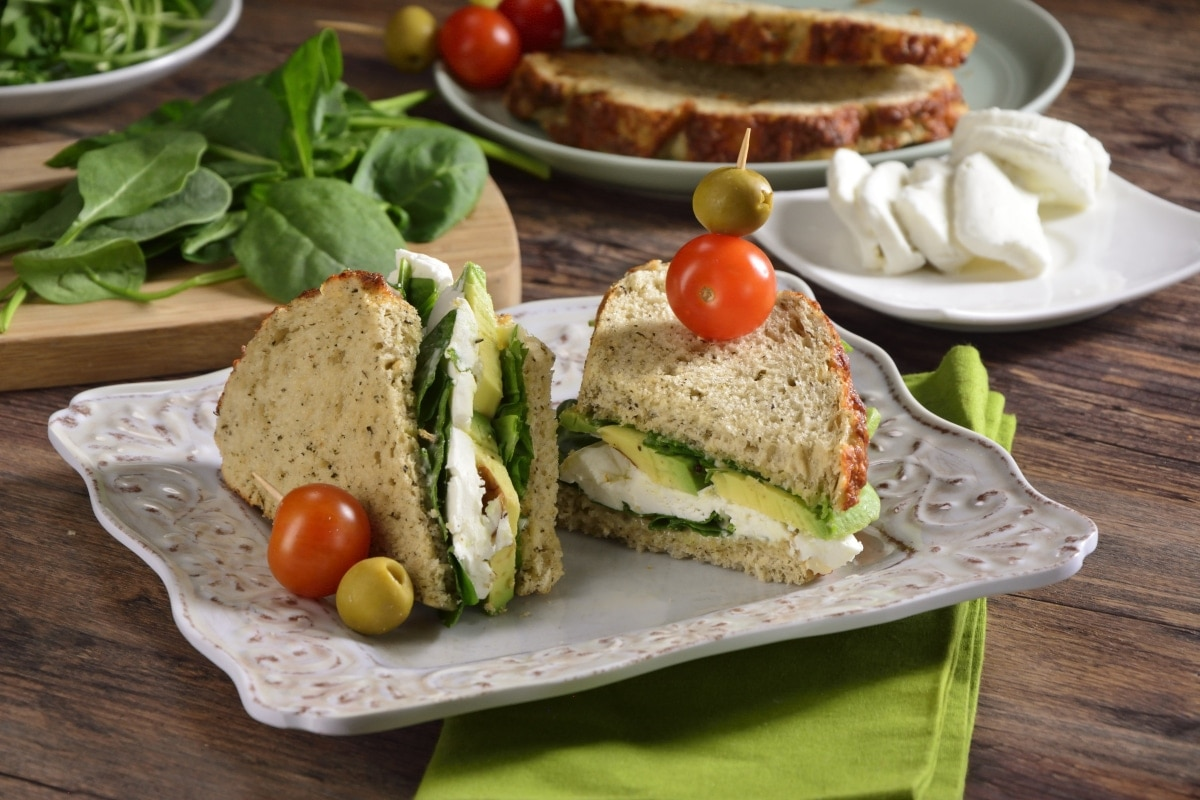 Sandwich con aguacate y queso de cabra - Sandwich de Aguacate, Queso de Cabra y Espinaca - Receta de Comida para Diabéticos Fácil y Rápido