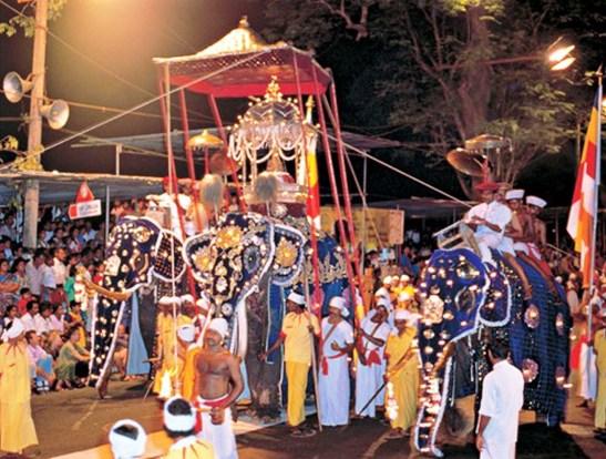 sri lanka poya day (42)