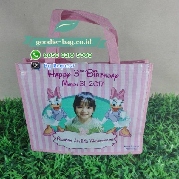 goodie bag ulang tahun deasy donal pakai foto warna pink