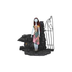 Sally devant portail