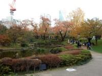 六本木ヒルズ毛利庭園の紅葉とアクセス&池のオブジェで結ばれる?