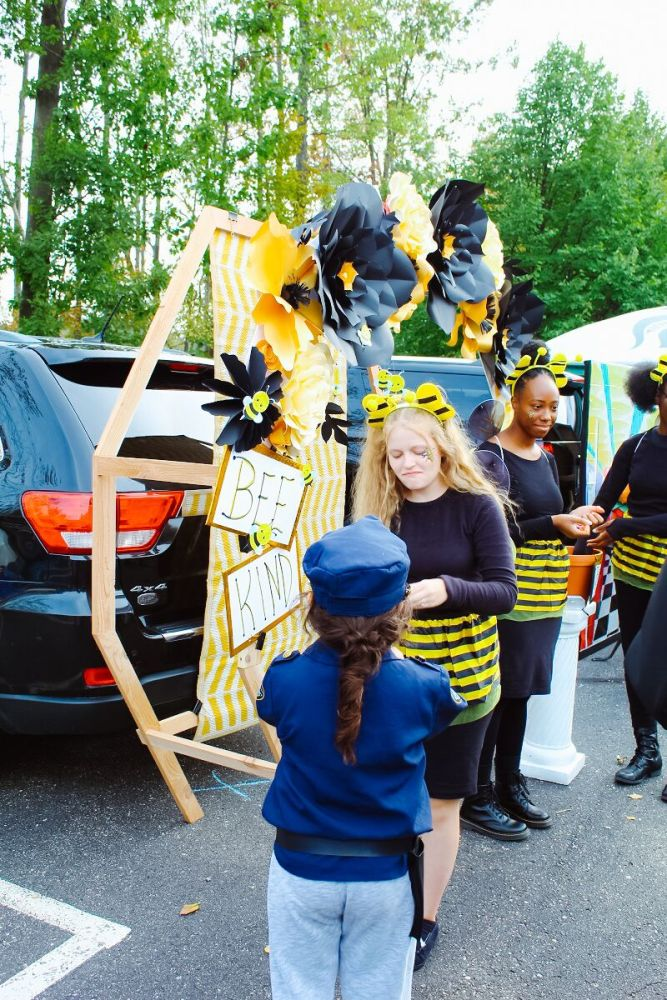 trunk or treat bumble bee
