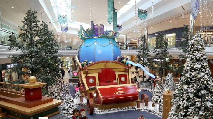 Santa Claus Mall Visit in Metro Detroit with Santa George (Santa Claus mall setup at Twelve Oaks Mall)