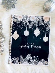 Free holiday planners put joy back into the season! Pages of printable lists and plans will help you stay organized.