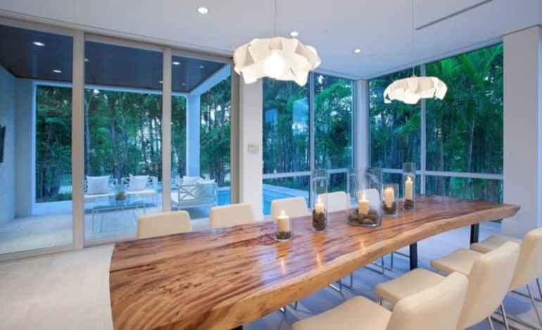 Interior Meja Makan Modern Pada Rumah Mewah