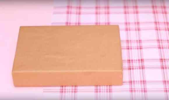 Cara membungkus kado ulang tahun bentuk tas