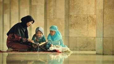 Ibu Mengajari Anak Mengaji
