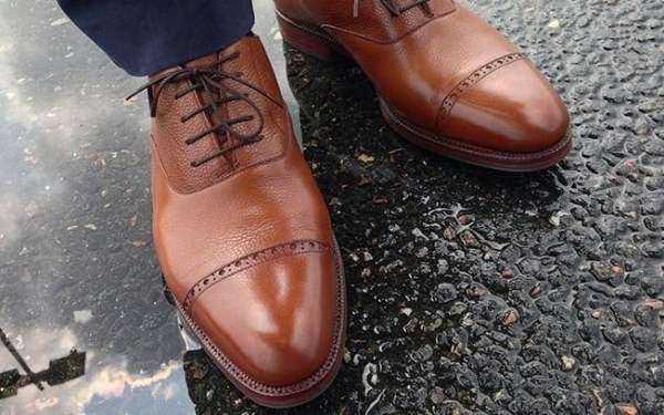 Sepatu Kado Ulang Tahun untuk Ayah