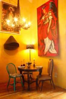 Le petit coin salle à manger et sa petite cheminée