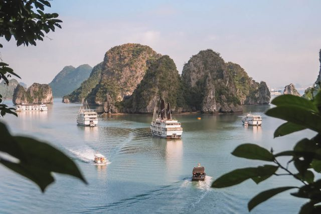 Halong Bay Tour-grot