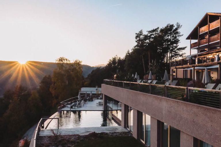 Hotel Belvedere Jenesien zonsondergang