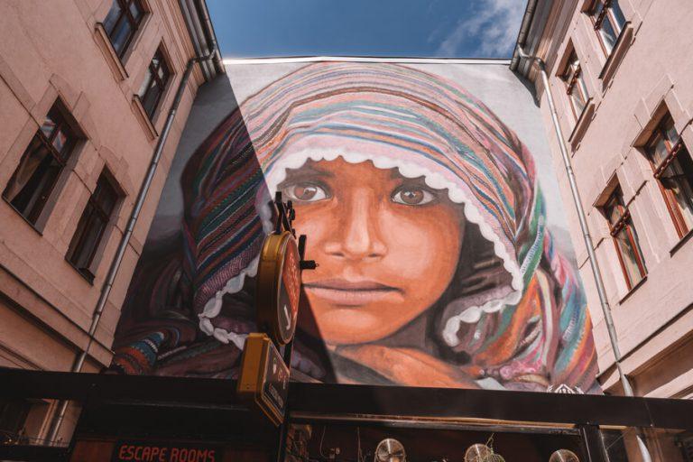 Street art Budapest Gozsdu Courtyard
