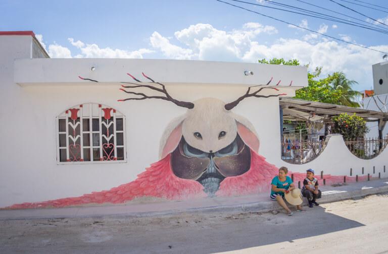 Isla Holbox Mexico street art schedel