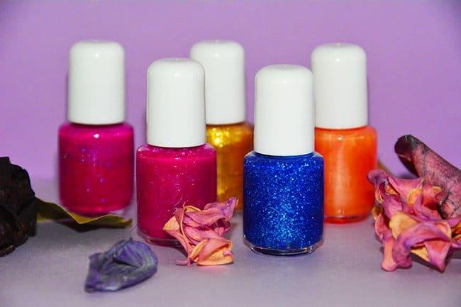 how to make fingernail polish, diy nail polish, diy nails, fingernail polish, long lasting nail polish, nail polish ideas, nail polish painting, nail products