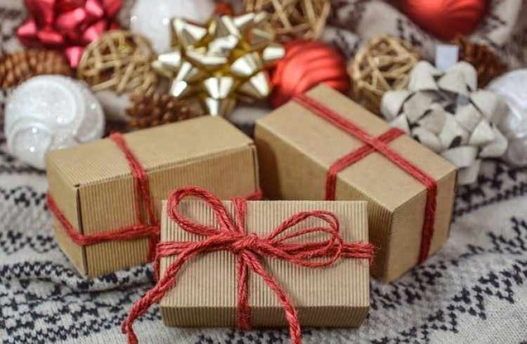Christmas traditions, Christmas packages