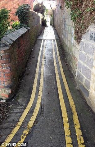 narrow-alley