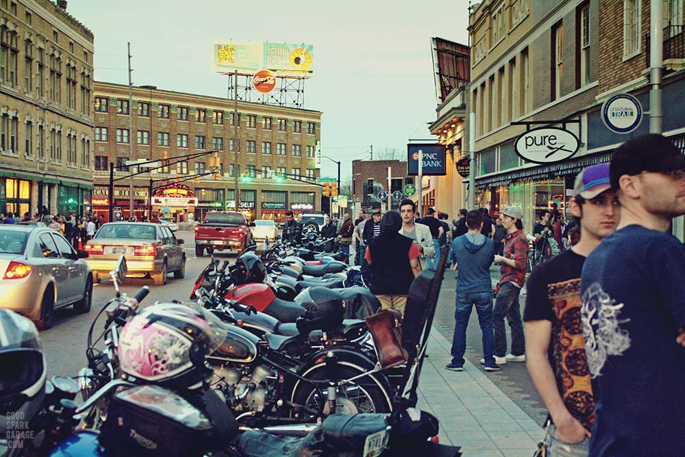 Fountain_Square_Indianapolis_motorcycles2