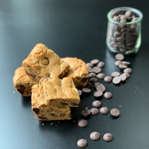 whole wheat blondies with chocolate chips