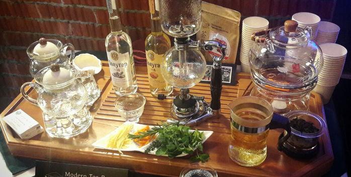 Чай-пудра и сифон в «Открытом клубе бармена».