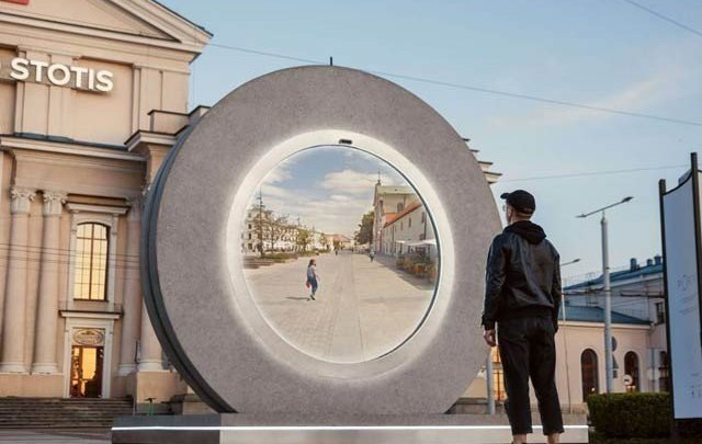 A 'digital mirror' connecting the people of the two cities