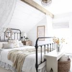 50 Awesome Farmhouse Bedroom Decor Ideas And Remodel (14)