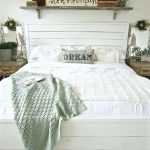 50 Awesome Farmhouse Bedroom Decor Ideas And Remodel (27)
