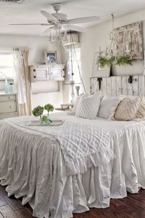 50 Awesome Farmhouse Bedroom Decor Ideas And Remodel (39)
