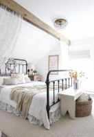 50 Modern Farmhouse Bedroom Decor Ideas Makes You Dream Beautiful In 2019 (22)