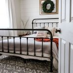 50 Modern Farmhouse Bedroom Decor Ideas Makes You Dream Beautiful In 2019 (39)